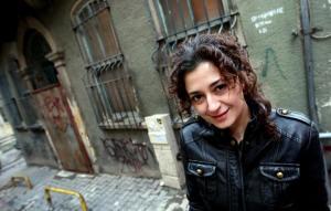 Ece Temelkuran - Fotoğraf al-akhbar.com'dan alındı. Sedat Suna'ya ait.
