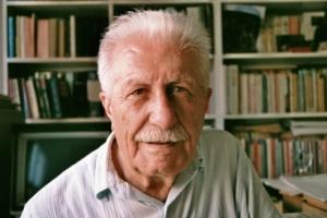 Vecihi Timuroğlu. Yazar, şair, düşünür, insan hakları savunucusu...